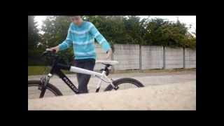 moteur de moto sur vélo