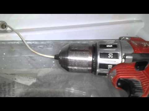 Чистка отверстия слива конденсата в холодильнике
