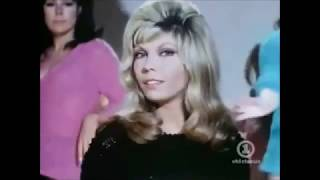 """""""THESE BOOTS ARE MADE FOR WALKIN´"""" NANCY SINATRA( COVER BY DELA LÓPEZ)"""