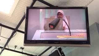 Simulasi siaran berita di NHK Studio Park Shibuya, Japan. Oleh Amee...