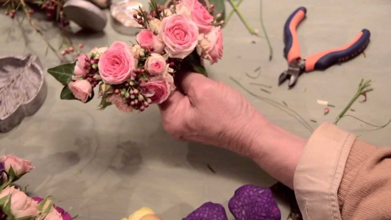 Tocado de flores naturales de verdepimienta youtube for Como hacer adornos con plantas naturales