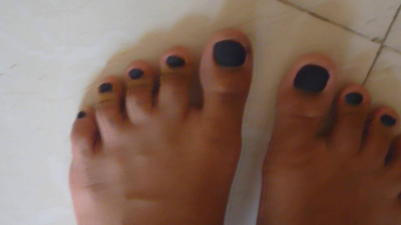 Guy with matt black nail polish on feet - YouTube