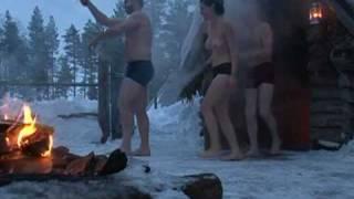 Bains de glace en Laponie pour touristes en manque de sensations