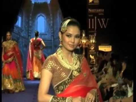 Adorning designer jewellery Bollywood's glitterati flounces down Mumbai's runway
