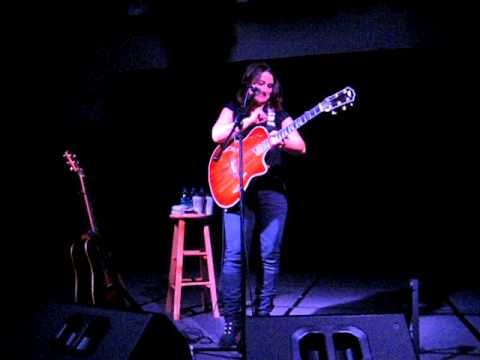 Jennifer Knapp tells about her guitar strap