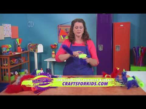 jenny-barnett-rohrs-makes-loony-llamas-with-pool-noodles-on-hands-on-crafts-for-kids-(1907-4)