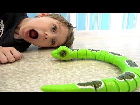 Макс и Игрушки для детей Распаковка робот Змея