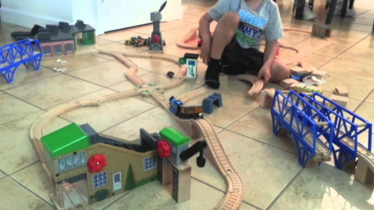 Thomas and Friends Roundhouse, Mountain Tunnel Set, Sodor Bay Bridge ...