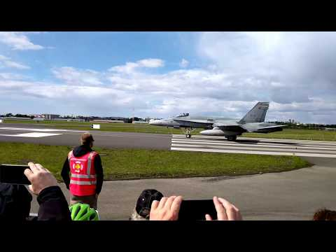 Reykjavik Air Show F-18 take off and fly by