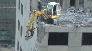 Repeat youtube video Beijing worker risks his life to demolish part of a building