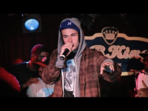 "Yelawolf Performs ""Pop The Trunk"""