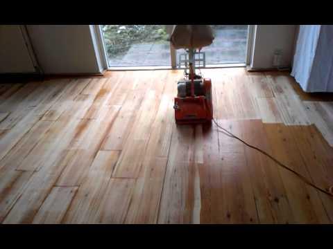 Massief Grenen Vloer : Grenen vloer schuren youtube