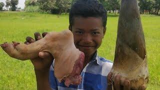 Cooking Pork Leg with Bamboo Shoot / Eating Pork Leg