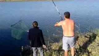 Прикол. Рыбалка. У кума ''удачная'' поклёвка