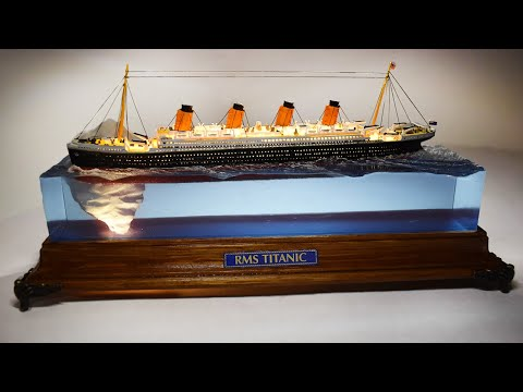 TITANIC hitting the ICEBERG DIORAMA /LAMP - Epoxy resin art
