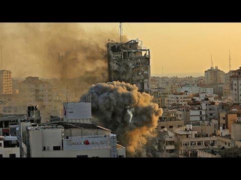 شاهد: صحفية من غزة  تصور وتروي على الهواء مباشرة القصف الإسرئيلي لبرج الشروق…  - نشر قبل 2 ساعة
