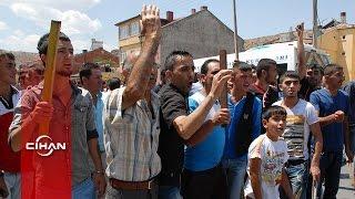 Halk Suriyelilere sopalarla tepki gösterdi, polis gazla dağıttı