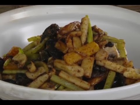 Mixed vegetable casserole with chili sauce | CCTV English