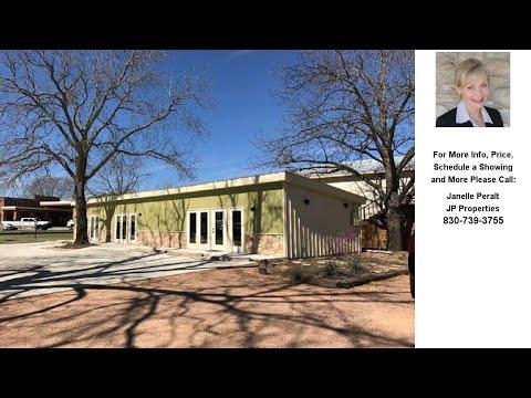 1302 Llano St, Fredericksburg, TX Presented by Janelle Peralt.