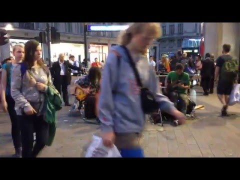 Oxford St - street music