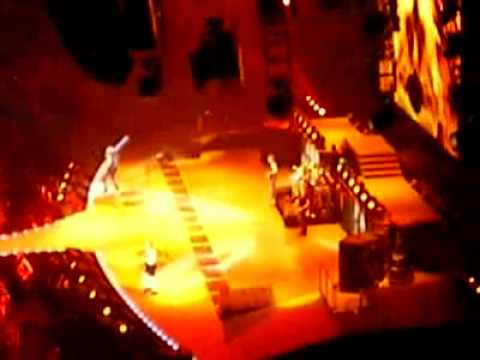 AC/DC_Highway to hell_Live _Paris - YouTube