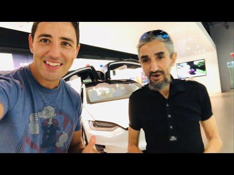 AZIZ LGWIDIMA ma b9ach 3a9el 3liya 😂vs TESLA MODEL X S 3 التقيت مع عزيز نيبا كي أشتري سيارة جديدة