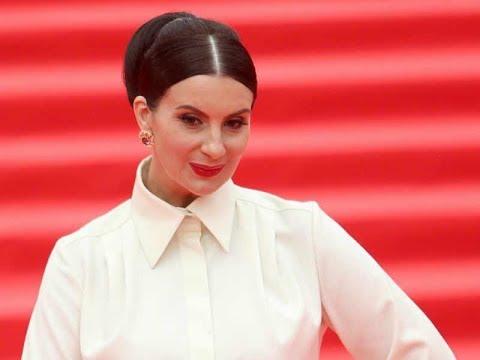 Екатерина Стриженова похвасталась тонкой талией