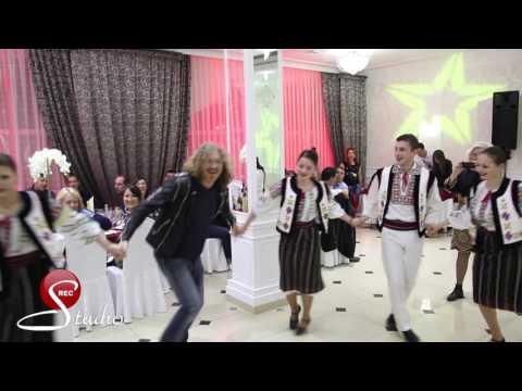 Игорь Николаев В Ресторане Березка танцевать хору