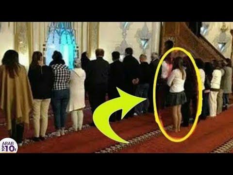 فتاة دخلت إلى المسجد بملابس قصيرة فوقعت أشياء غير متوقعة سبحان الله..!!