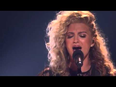 Kelly Clarkson and Tori Kelly Nobody love