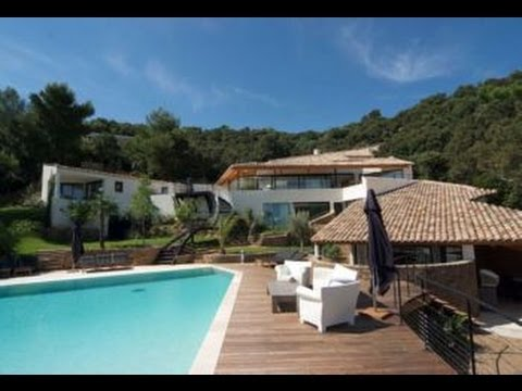 Superb contemporary Cote d'Azur villa with access to private beach and tennis -- FRV102