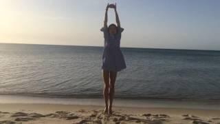 Утренняя гимнастика у моря. Gymnastic on the sea