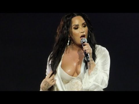 Demi Lovato - Lonely - Live Paris 2018