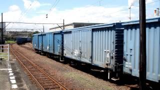 2011.8.26比奈駅にて撮影。 機関車の様子は見れませんが、貨車の様子は...