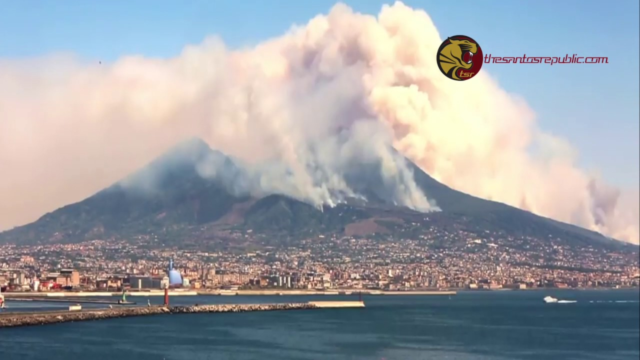 italy mount vesuvius on fire for days youtube