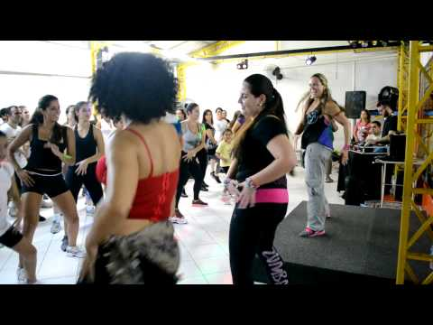 Zumba no Brasil com Raquel Call – Warm Up