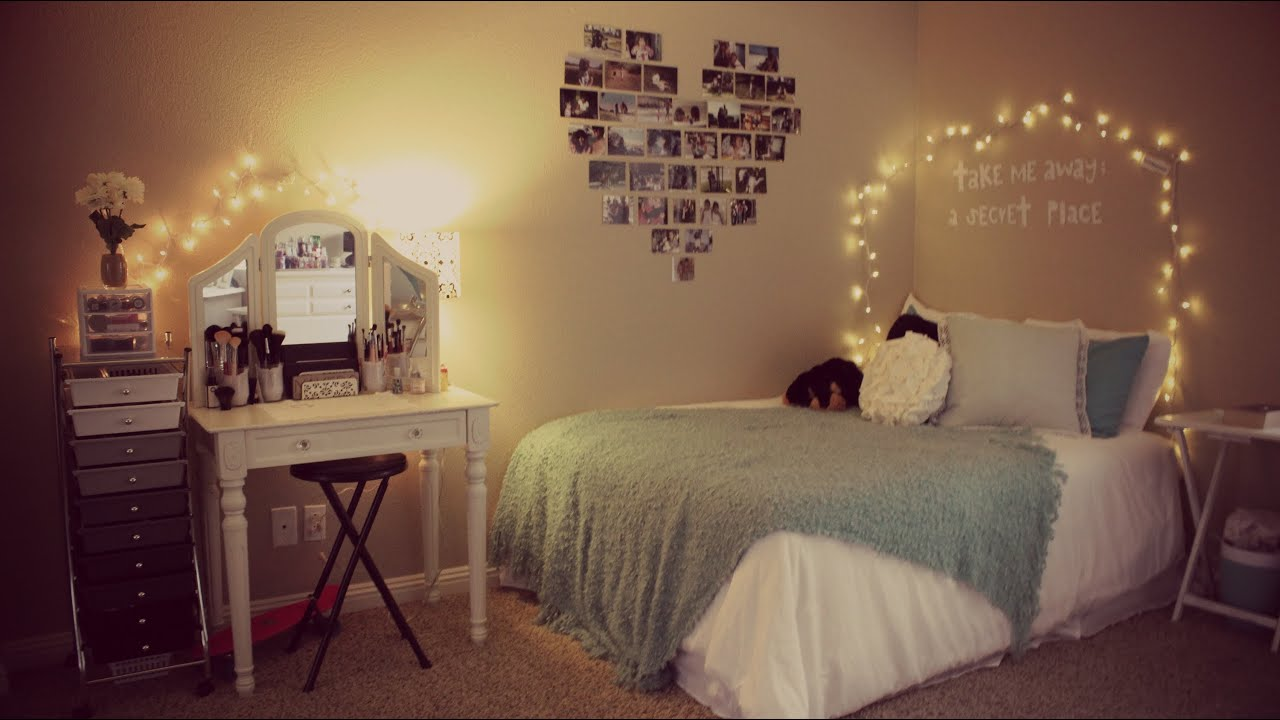 Room tour beautybysiena youtube for Bedroom ideas hanging pictures
