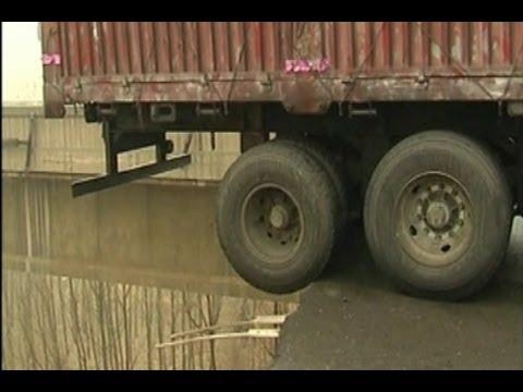 Henan Road Collapse Shows Hukou Discrimination