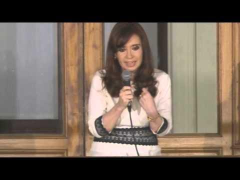 Cristina le habla a la militancia desde el balcón - La Cámpora