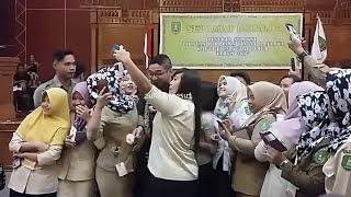 KEREN Pasha Ungu Menyanyikan Lagu Virgoun Surat Cinta Untuk Starla Sangatta Kutim 2017 MP3