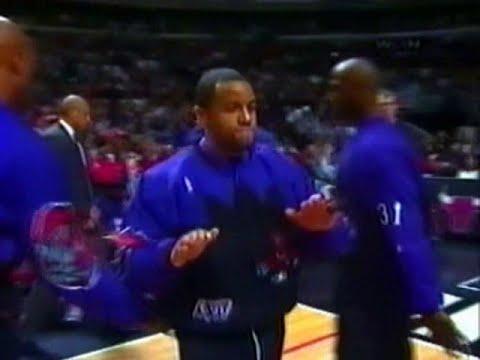 Damon Stoudamire (29pts/7rebs/12asts) vs. Bulls (1997)