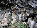 """Kỳ lạ hiện tượng vách đá bí ẩn 30 năm  """"đẻ trứng"""" một lần!"""