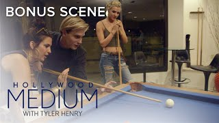 Tyler Henry Has a Blast at Game Night With Friends | Hollywood Medium with Tyler Henry | E!