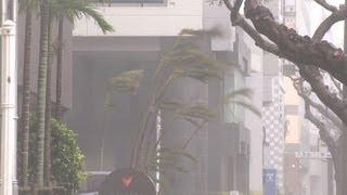 台風17号沖縄を直撃 Typhoon Jelawat Chaos In Okinawa Extended Footage thumbnail