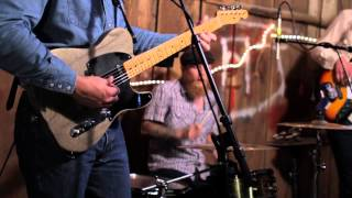 Sunday Valley (Sturgill Simpson) - Listening To The Rain (Live in a Barn)