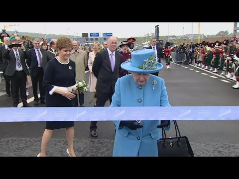 The Queen cuts the ribbon to open the Queensferry Crossing