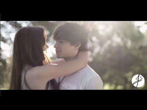 Julian Serrano ft Oriana Sabatini - Love is Louder ( Video Oficial )