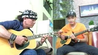 Anh Khoa guitar giao lưu cùng học trò.
