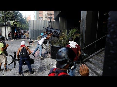 Venezuela Protesters Attack Supreme Court Office