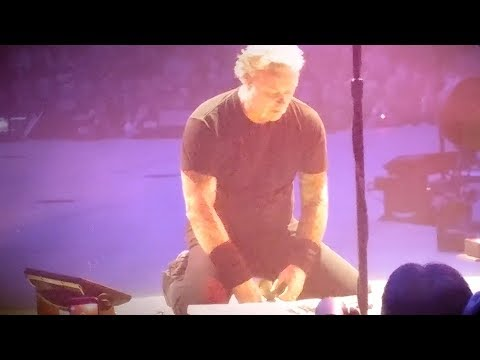 Dana McKenzie - James Hetfield Gets Mad During Metallica Show